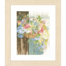 0154331-PN Набор для вышивания LanArte 'Цветочная корзина' 29x38 см